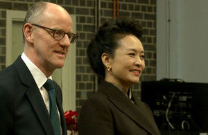 China's First Lady visits London school