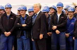 Defence Secretary meets Apprentices working on nuclear submarines as new Training Facility announced