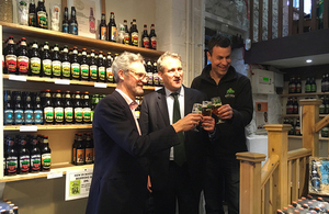 Damian Hinds visits brewer to mark the resurgence of British beer